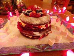 Naked Victoria sponge and strawsberry